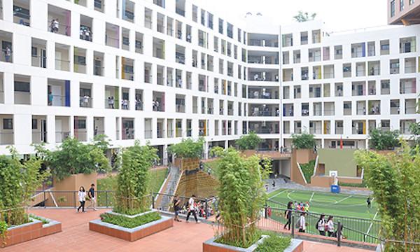Trường THPT Marie Curie : Lý do khiến học phí cao ngất ngưởng