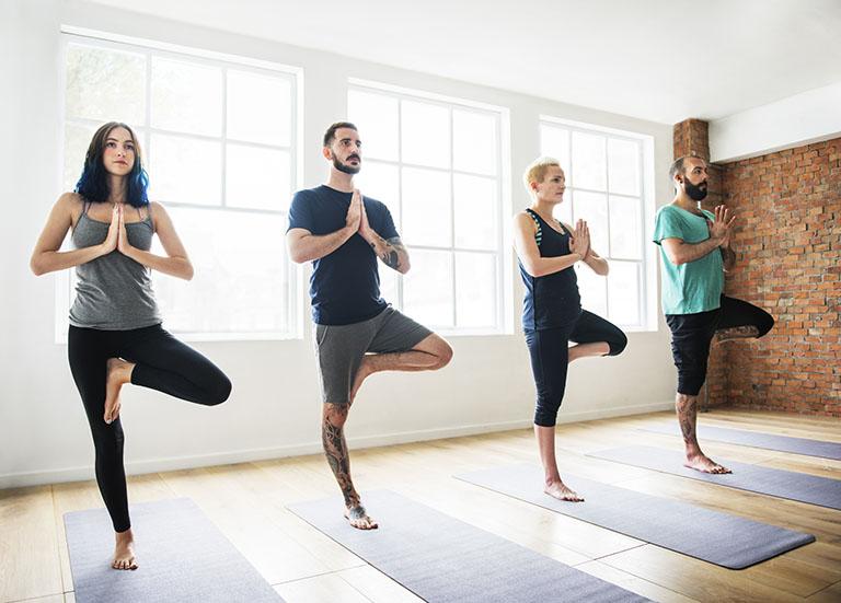 Dạy Yoga Trị Liệu Cột Sống