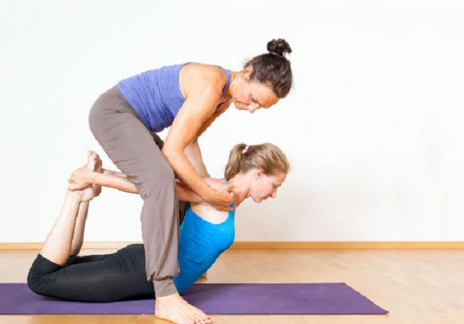 Nhưng có nên tự học yoga tại nhà hay không?