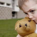 Chứng tự kỷ là gì? Nguyên nhân và dấu hiệu nhận biết sớm