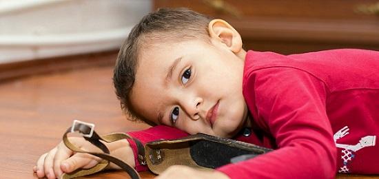 Những Dấu Hiệu Trẻ Tự Kỷ Nhẹ Bố Mẹ Không Nên Bỏ Qua