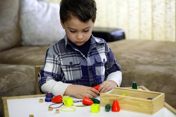 biểu hiện sớm của trẻ tự kỷ 3