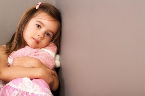 biểu hiện sớm của trẻ tự kỷ