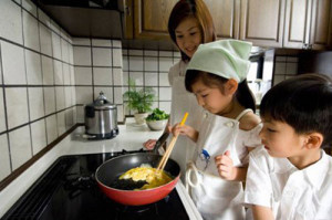 Cách dạy trẻ 2 tuổi khoa học như mẹ Nhật