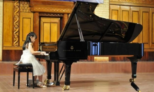 Ưu Điểm Của Gia Sư Dạy Piano Tại Trung Tâm
