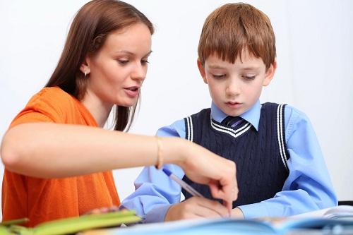 Tại sao bố mẹ nên tìm gia sư cho bé chuẩn bị vào lớp 1?