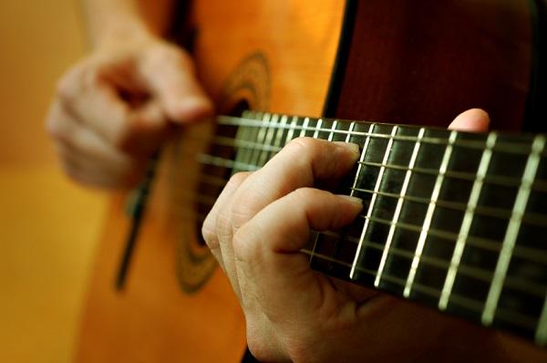 Gia sư dạy đàn ghitar giỏi tại Hà Nội 3