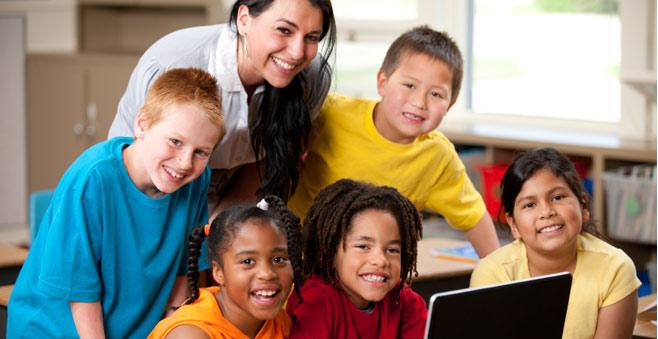 Đội ngũ gia sư lớp 2 dạy kèm tại trung tâm sẽ giúp con bạn tiến bộ