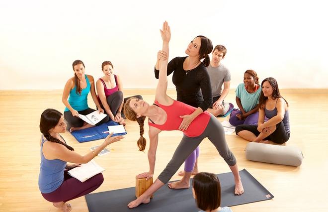 giao-vien-day-yoga-tai-nha-1