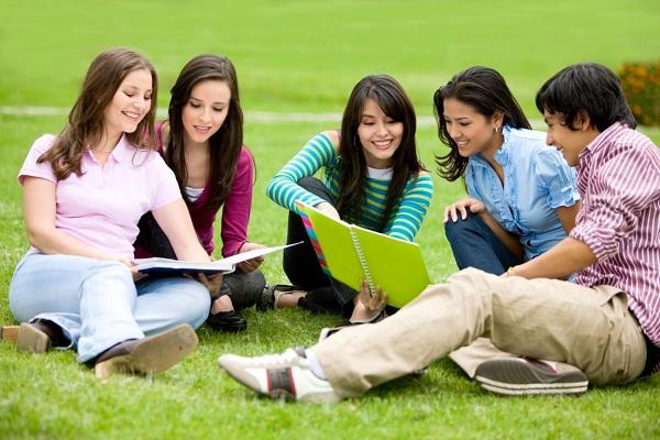 Lý do bố mẹ nên ưu tiên gia sư sinh viên cho con? 2