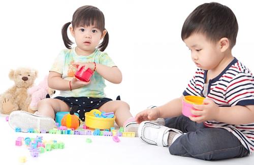 Ngỡ ngàng với cách dạy con 3 tuổi cực thông mình của mẹ Nhật